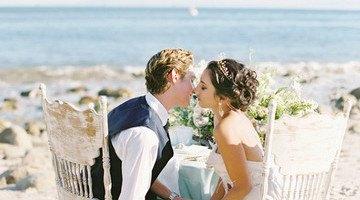 свадебный фотосет на берегу