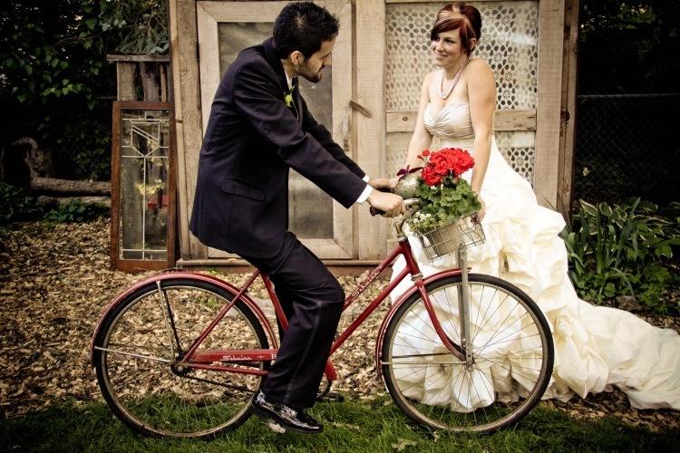Велосипед на свадебной фотосессии