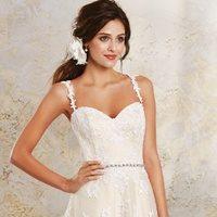 Тонкости подбора свадебного платья для невысоких девушек