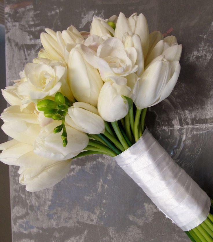 Красивая композиция с тюльпанами