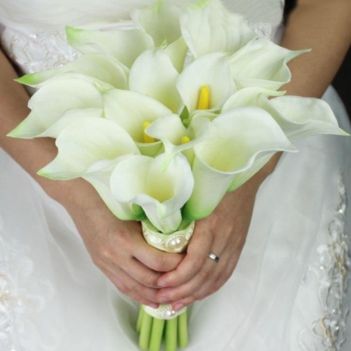 Свадебный монобукет из белых калл