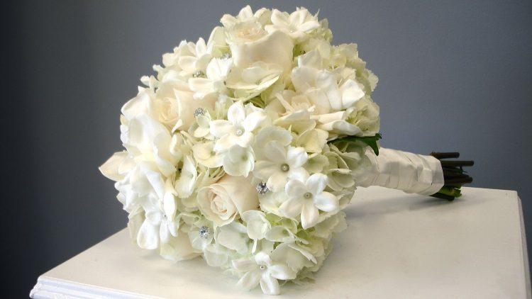 Сочетание с белыми розами