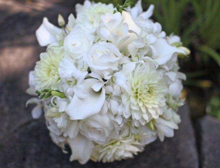 Сочетание с розами и георгинами