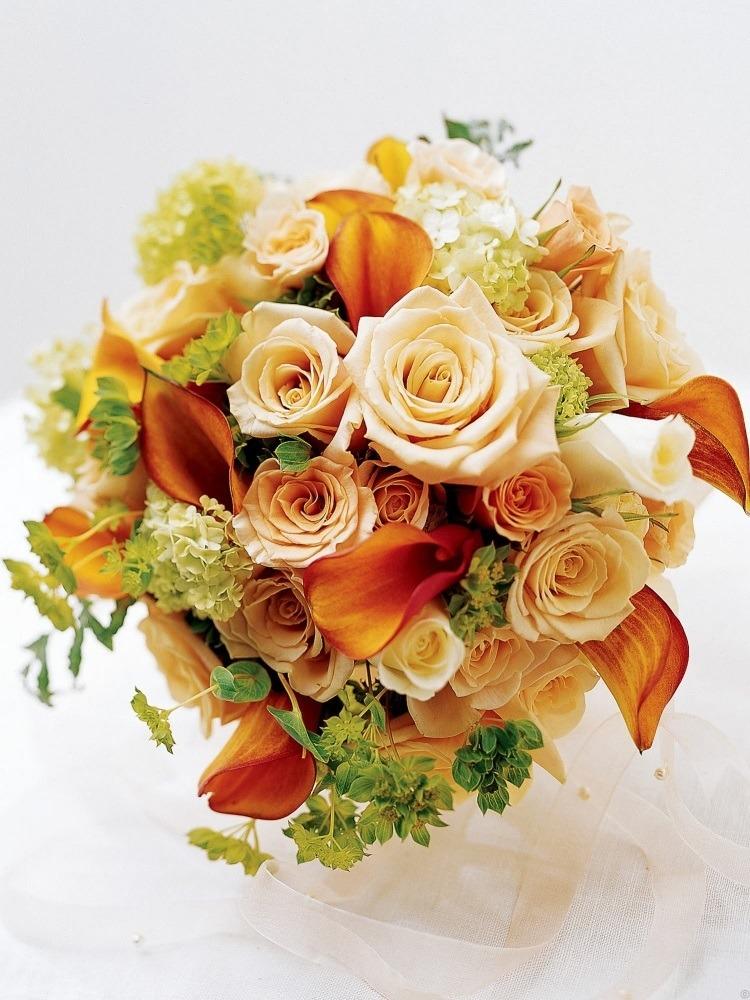 Осенняя композиция - красивое сочетание калл с розами