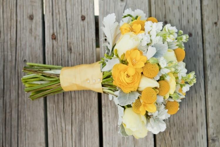 Украшения для букета невесты из фрезий