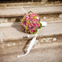 Cвадебный букет невесты из фрезий: достоинства и недостатки