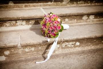Красивый букет невесты из фрезий