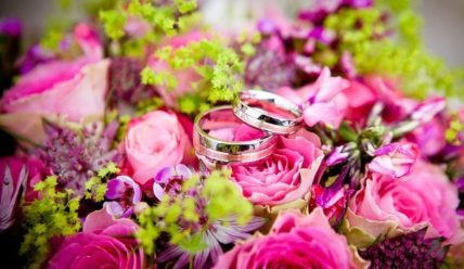 Красный букет невесты – все оттенки красного