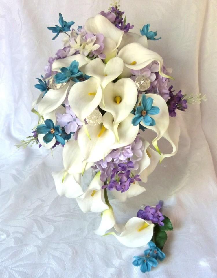 Каскадный свадебный букет с каллами