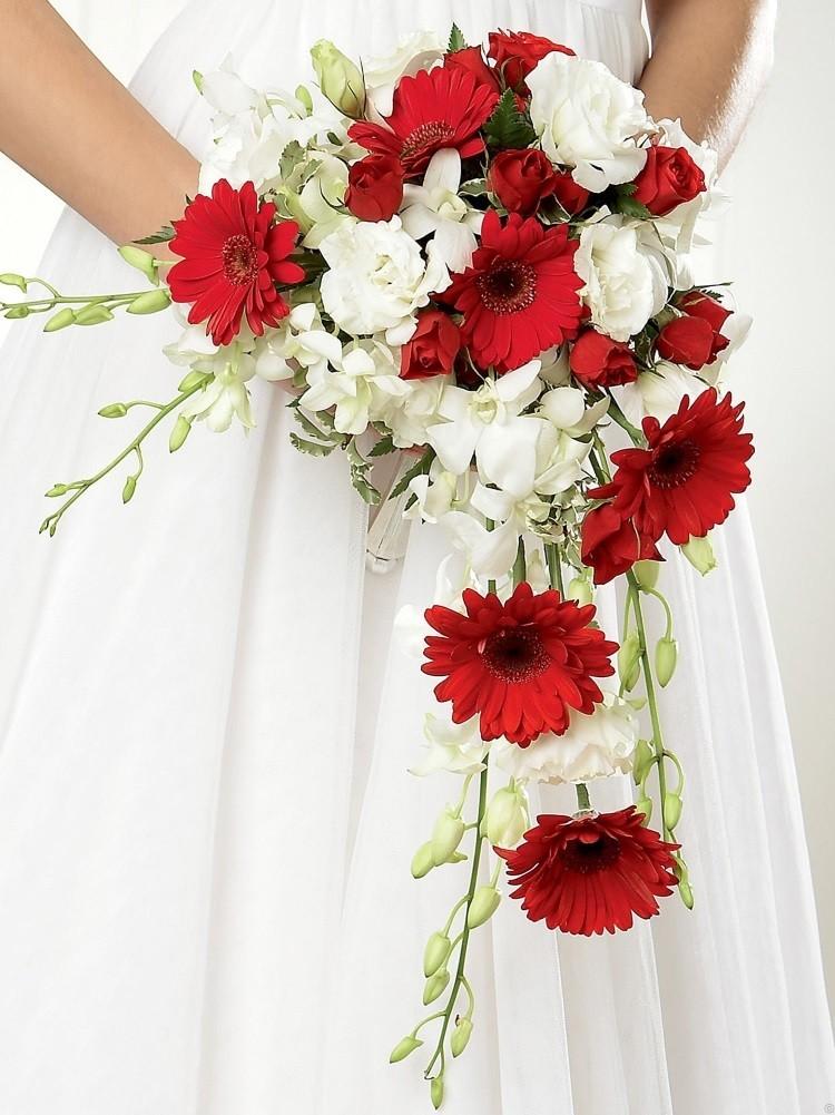 Белый букет невесты – различные цветы и варианты сочетаний