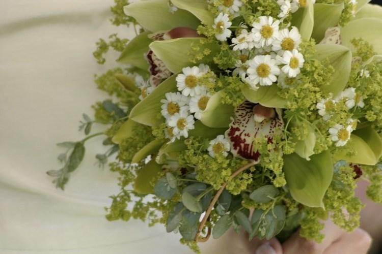 Свадебный букет с зелеными орхидеями