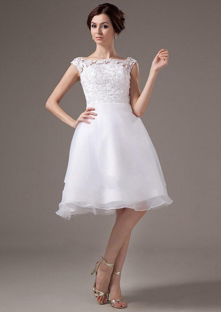 Короткое свадебное платье невесты