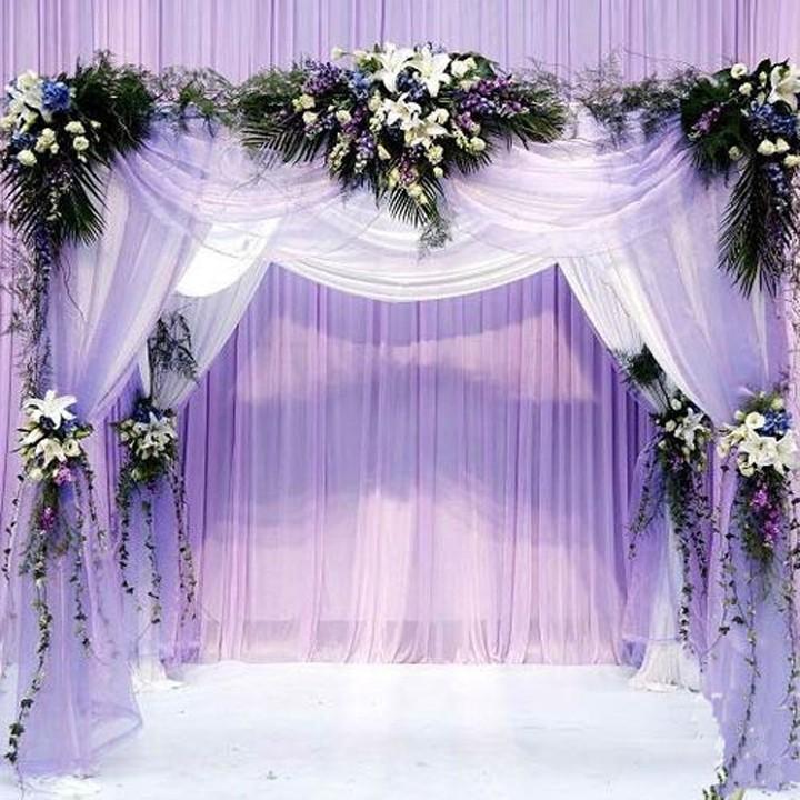 Свадебная арка из ткани и цветов