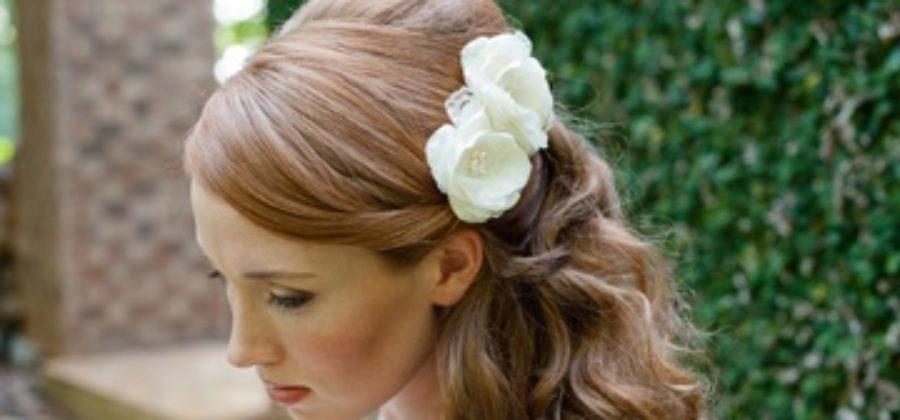 Как выбрать и использовать цветы для свадебной прически: помощь невестам