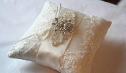 Пошив красивой подушечки для обручальных колец своими руками