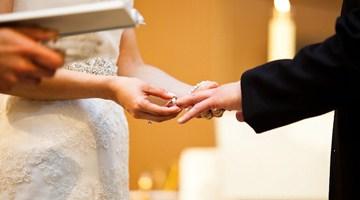 Обмен кольцами в католической цервки