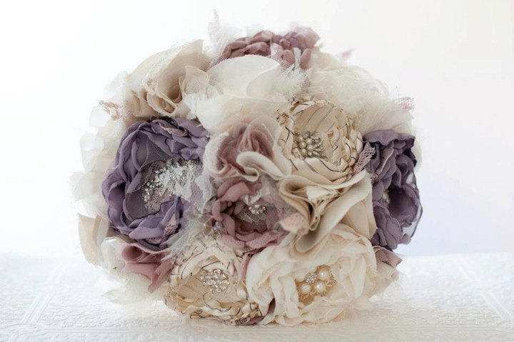 Изысканный букет невесты из искусственных цветов: создание своими руками
