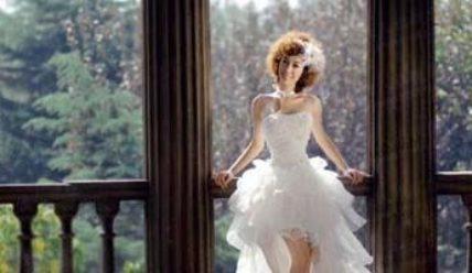 Ключевые особенности свадебных платьев, коротких спереди и длинных сзади.