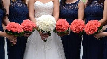 Свежий свадебный букет из гвоздик: модные тенденции