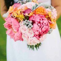 Свадьба в ярких красках: выбираем летний свадебный букет