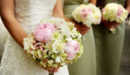 Как пошагово создать букет невесты из живых цветов своими руками
