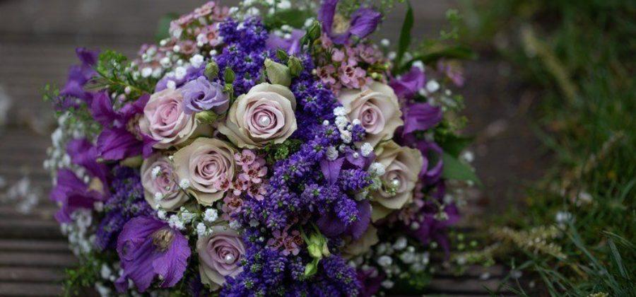 Какой букет подарить на свадьбу молодожёнам